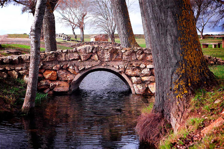 Puente de piedra finca El Estanque