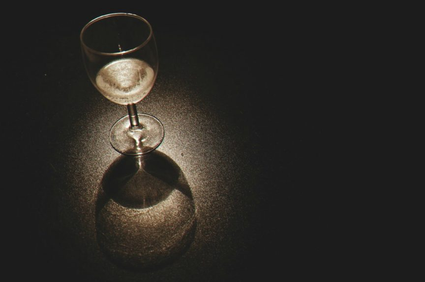 El vino blanco se sirve frío pero el tinto no