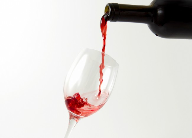 Decantar vino