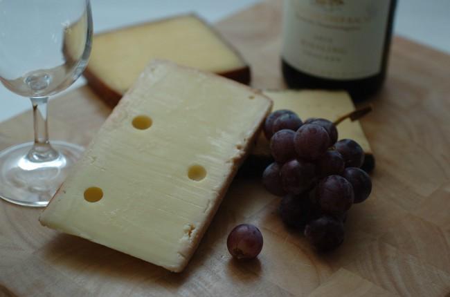 Origen de la expresión dar con queso