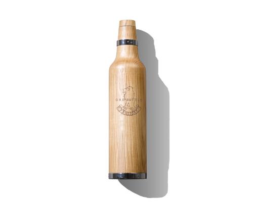 Botella de roble para envejecer el vino