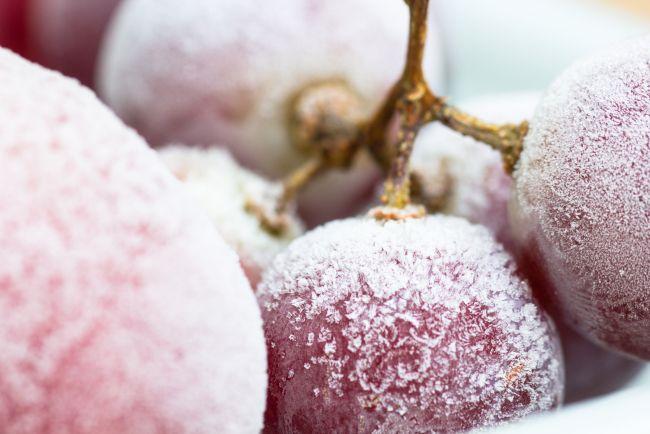 Enfriar el vino con uvas congeladas