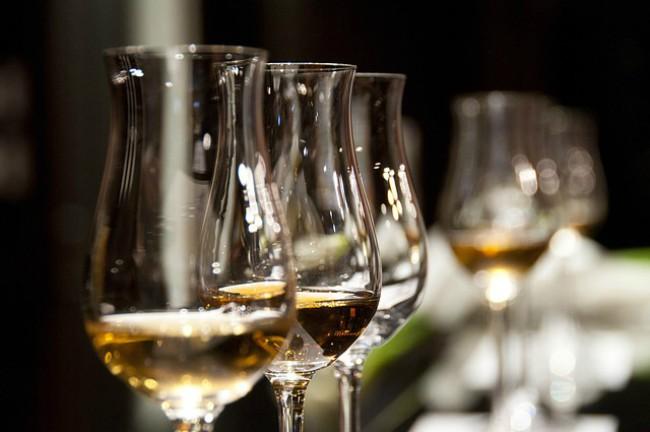 Catas de vinos para puntuaciones de guías y premios