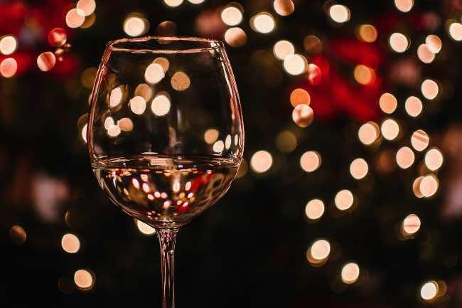 Errores a evitar al elegir el vino de la mesa de Navidad