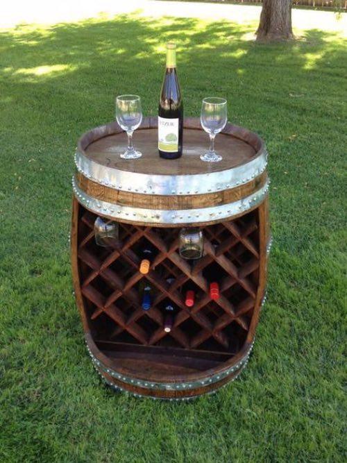 Barrica de vino reciclada como botellero