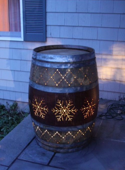 Barrica de vino reciclada como punto de luz