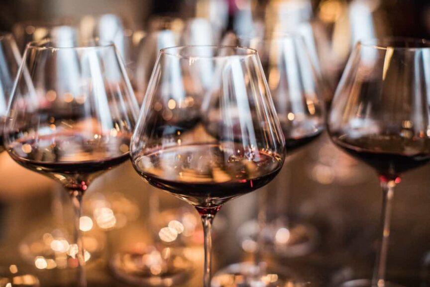 ¿Cómo calcular cuánto vino necesito para una cena?