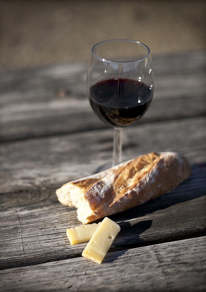 Cuál es el origen de mojar el pan en vino