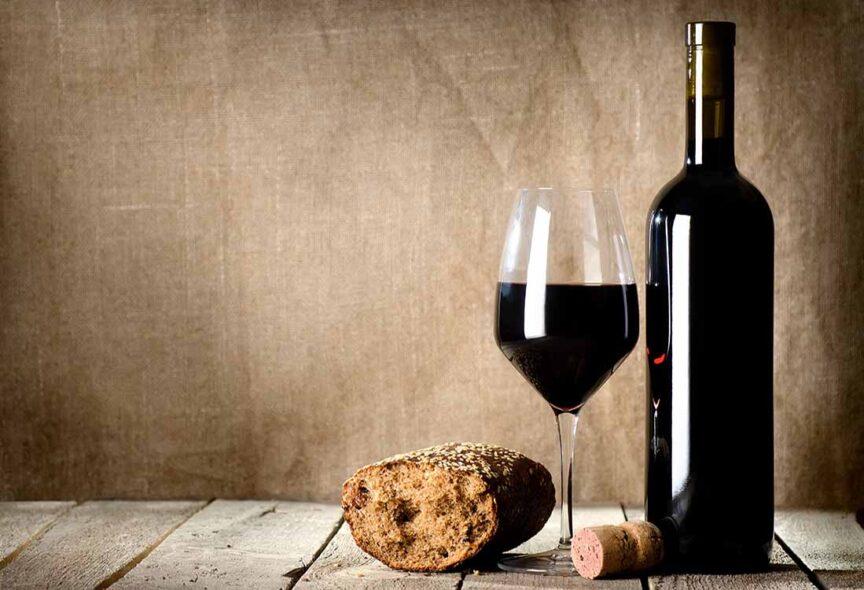 Pan y vino, ¿cuál es el origen de esta tradición?